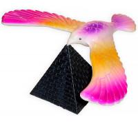 Балансир птах на піраміді